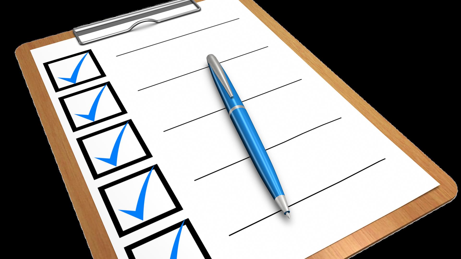 długopis na formularzu w formie czeklisty